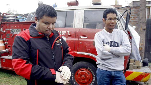 Voluntarios con secuelas. Los bomberos Álex Mendoza y Crhistopher Choque deben solventar los gastos de su recuperación. (Heiner Aparicio)