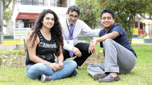 VOLUNTARIOS. El director y dos de los voluntarios de Convivencia. (Rafael Cornejo)