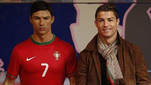 Cristiano Ronaldo no quiere descuidar ni la imagen de su figura de cera. (AFP)