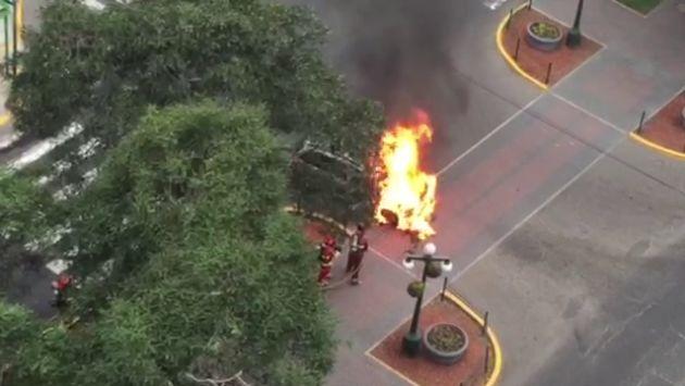 Miraflores: Vehículo explotó frente a la Embajada de Brasil [Videos]
