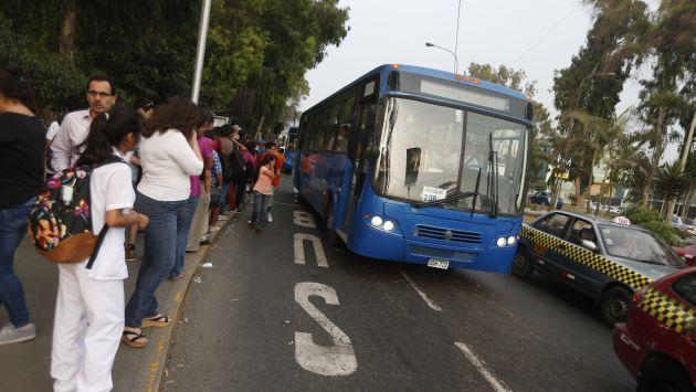 Unidades azules deben competir con más de 60 líneas de transporte. (Mario Zapata)