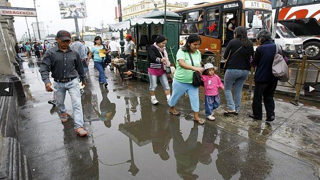 Se registró fuerte llovizna matutina en Lima. (Peru21)