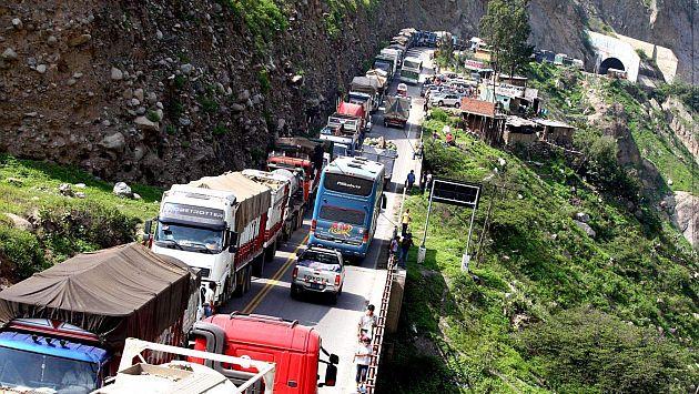En la Carretera Central se ha reportado una gran congestión vehicular. (Andina)