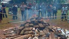 Indonesia: Policía incineró marihuana y drogó a un pueblo entero