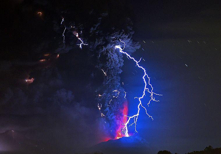 Chile: Volcán Cabulcó erupcionó después de casi 50 años y dejó un desaparecido