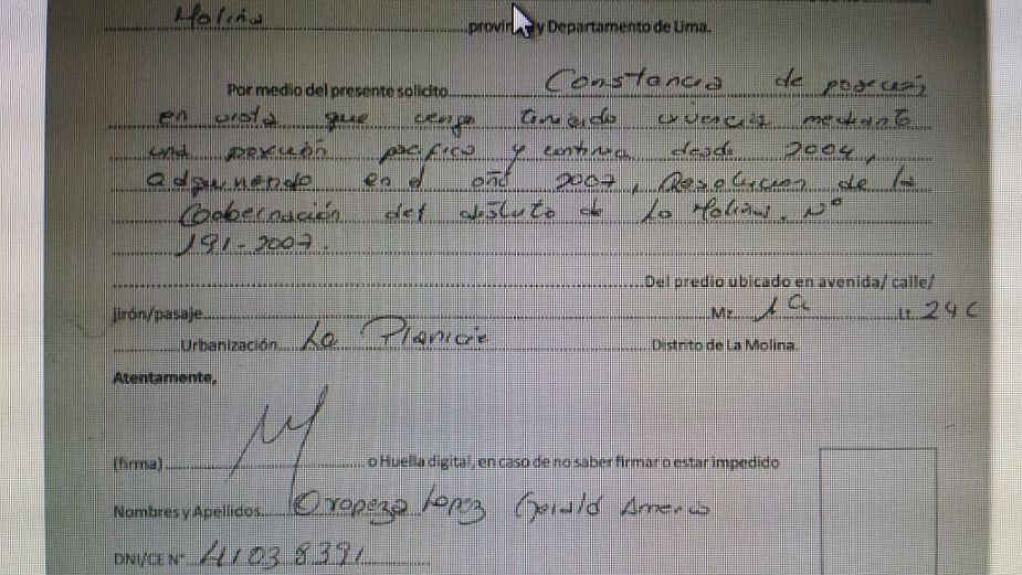 Gerald Oropeza tramitó personalmente posesión de mansión de La Planicie Viernes 24 de abril del 2015 | 21:18 Prófugo recibió a los funcionarios de la Municipalidad de La Molina para demostrar que el vivía en dicho inmueble, incluso, mostró su habitac
