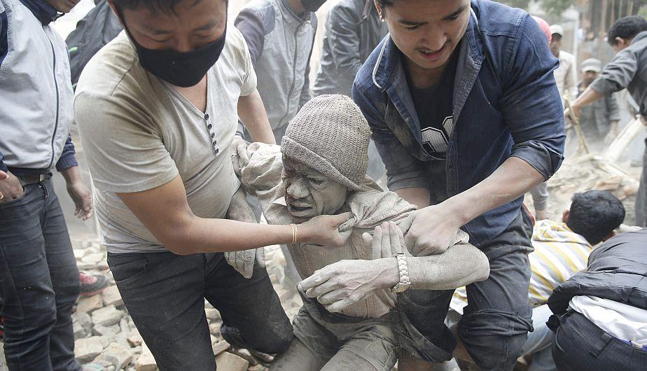 Nepal: Más de 1,100 muertos por terremoto de magnitud 7.9. (EFE)