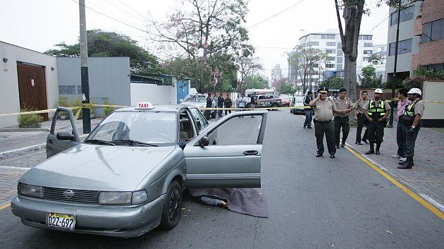Vehículo fue baleado a solo una cuadra de la comisaría de San Isidro. (Roberto Rojas/USI)