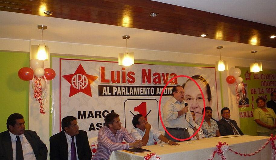 Imagen muestra a Luis Nava junto a Américo Oropeza, padre de Gerald Oropeza. (Foto: Twitter @emebackenbauer)