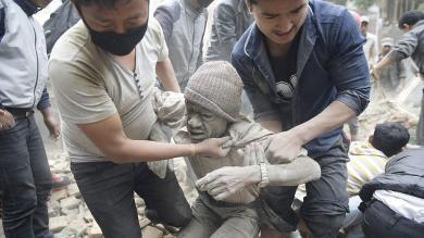 Nepal: La cifra de muertos por terremoto superó los 4,000 [Fotos y video]