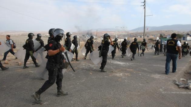 Efectivos de la Policía Nacional fueron enviados a la zona donde hace 47 días antimineros realizan paro Tía María. (USI)