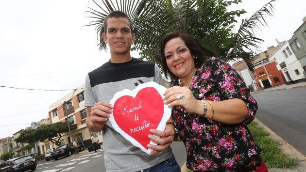 Osnar Noronha, quien posa con su tía, le mandó un mensaje a su madre. (Foto: Fernando Sangama)