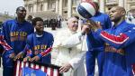 Papa Francisco se divirtió con los Harlem Globetrotters [Fotos y video]
