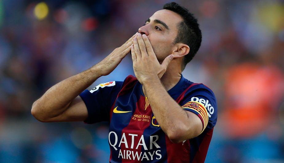 Xavi Hernández recibió un merecido homenaje de los hinchas del Barcelona