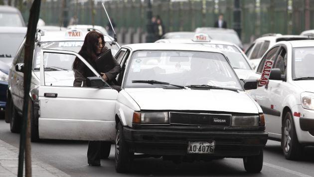Hampones acechan en autos. (César Fajardo)