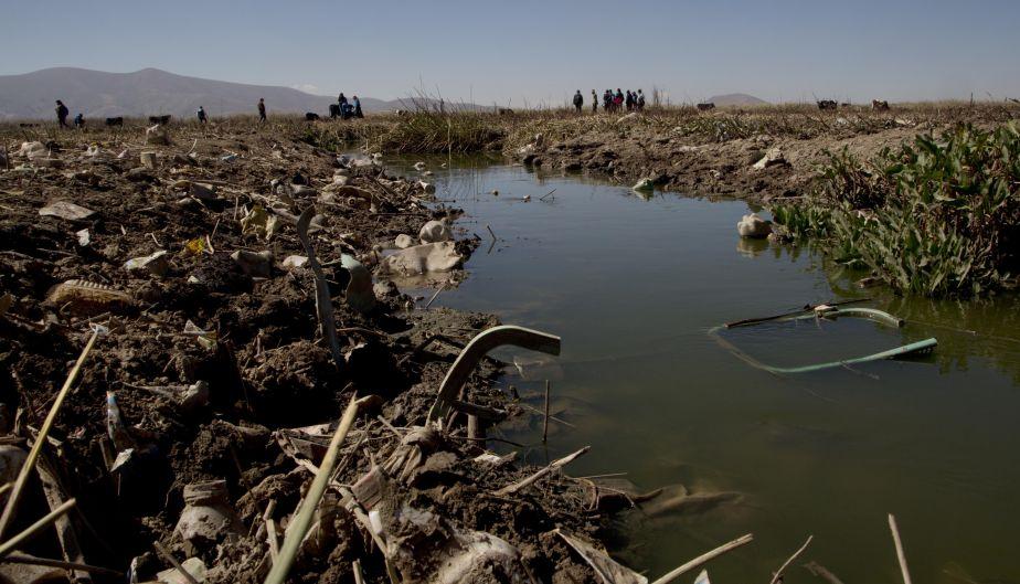 Lago Titicaca es amenazado por grandes cantidades de residuos. (AP)