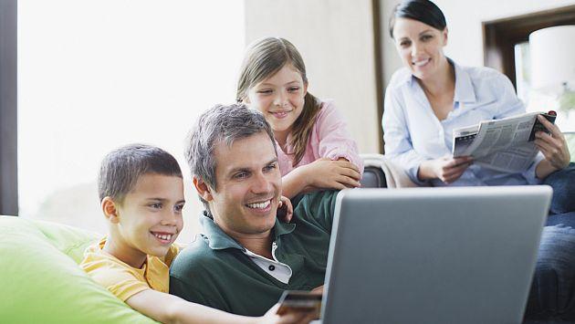 Padres estadounidenses tienden a revisar más las computadoras de escritorio que los smartphones. (Getty Images)