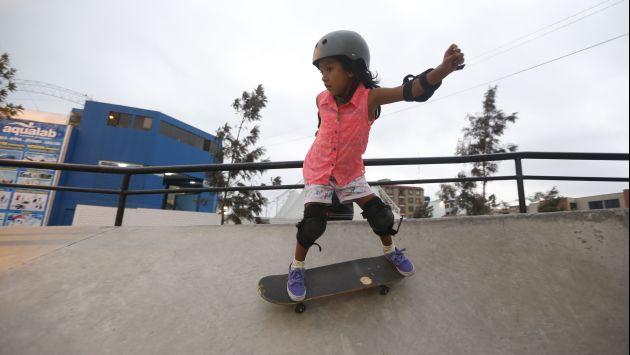 Dora ha perdido el miedo a la velocidad y a los saltos en las rampas. (Mario Zapata)