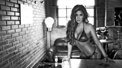 Melissa Paredes desborda su sensualidad en blanco y negro [Fotos]