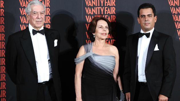 Mario Vargas Llosa, Patricia Llosa y Gonzalo Vargas Llosa en una foto de archivo (Vanity Fair)