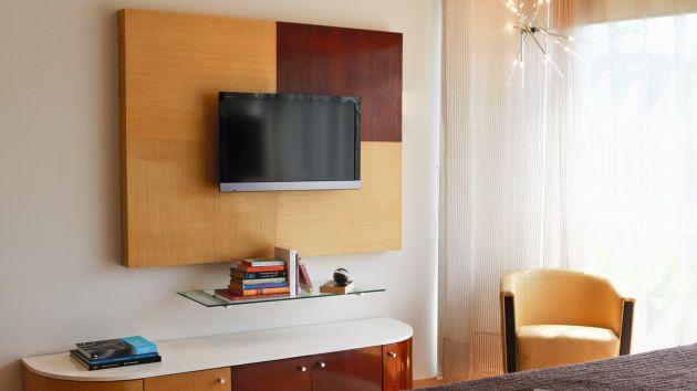 C mo evitar que los cables de la tv generen desorden en - Muebles para tv en habitaciones ...
