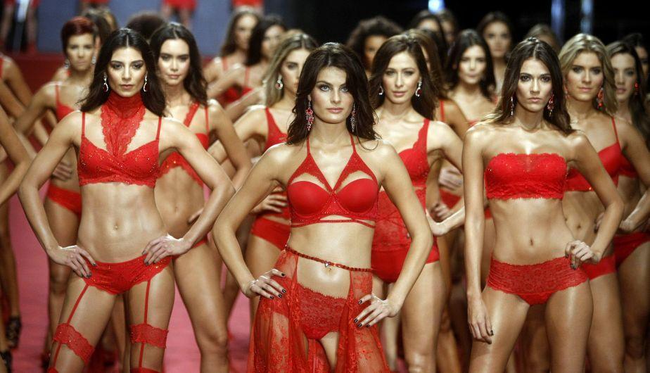 Elegancia, lencería y belleza se impusieron en festival de moda en Colombia. (EFE)