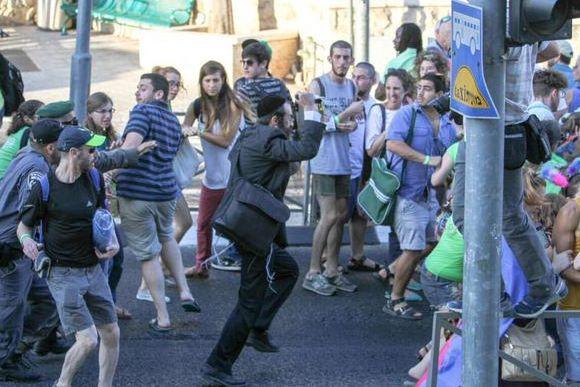 Ishai Sisler había sido liberado hace unas semanas por apuñalar a varias personas durante una marcha de similares características el año 2005 (EFE).