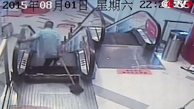 Hombre perdió pierna tras ser atrapada en escalera eléctrica. (YouTube)
