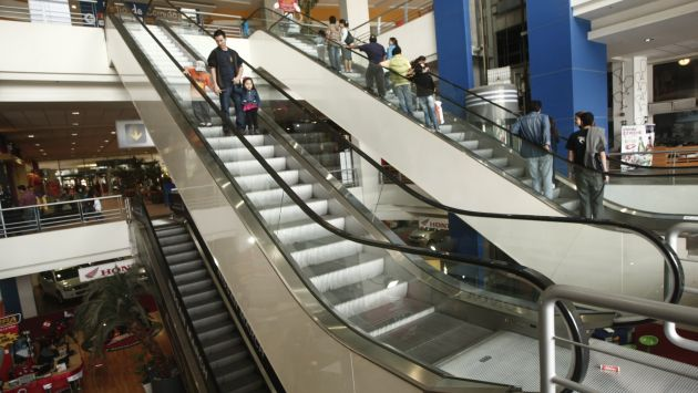 Revisan sistemas de escaleras eléctricas de centros comerciales de Lima. (César Fajardo)