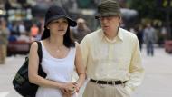 ¿Por qué Woody Allen se casó con Soon-Yi, la hija adoptiva de Mia Farrow? (EFE)