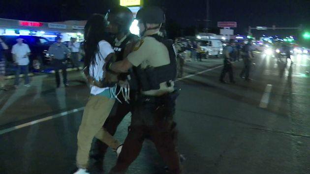 Ferguson: Declaran el estado de emergencia y hay más de 140 detenidos [Video]
