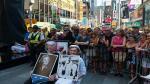 Estados Unidos: Cientos de parejas recrearon célebre beso de Times Square - Noticias de besos de famosos