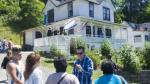 'Los Goonies': Dueña de la casa donde se grabó filme está harta de los 1,500 visitantes que recibe cada día - Noticias de warner brothers