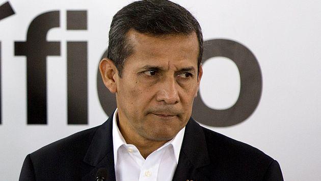 Habitantes de Nuevo Chimbote echaron piedras, arena y agua al presidente Ollanta Humala. (USI)