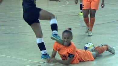Brasil: Jugadora de futsal se pasó de 'picona' y pateó la cara de su rival [Video]