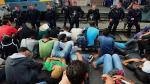 Hungría: Caos en estación de trenes de Budapest por ola de inmigrantes. (AFP)