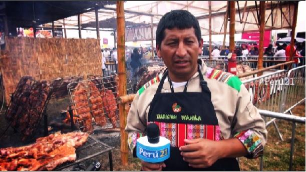 Mistura: Conoce al 'contador' que conquista Lima con su chancho al palo [Video]