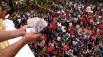 Paraguay: Lanzaron miles de billetes desde campanario en fiesta religiosa [Video] - Noticias de mil