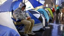 Apple: Cientos de personas acampan para ser los primeros en tener el iPhone 6S