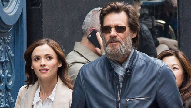 Jim Carrey y Cathriona White (AP)