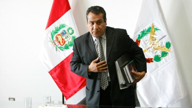 Congresistas creen que ministro Gustavo Adrianzén pone trabas a casos que involucran a la pareja presidencial (Perú21)