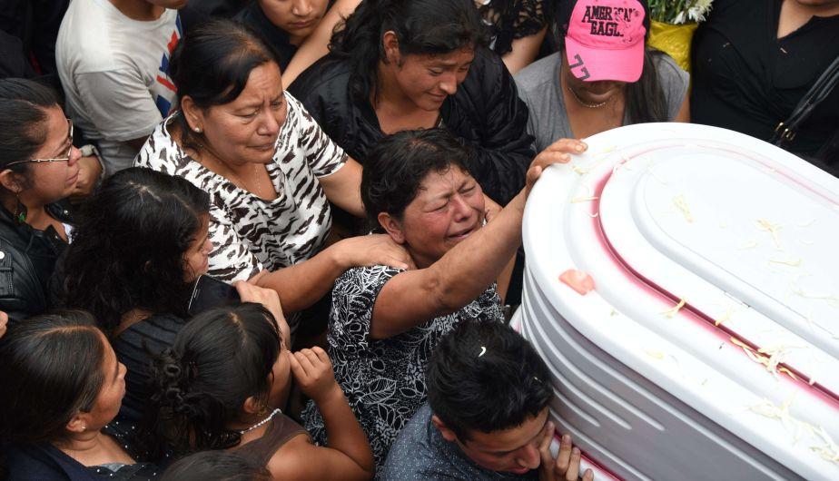 Cerca de 100 son los muertos por deslizamiento de tierra. (AFP)