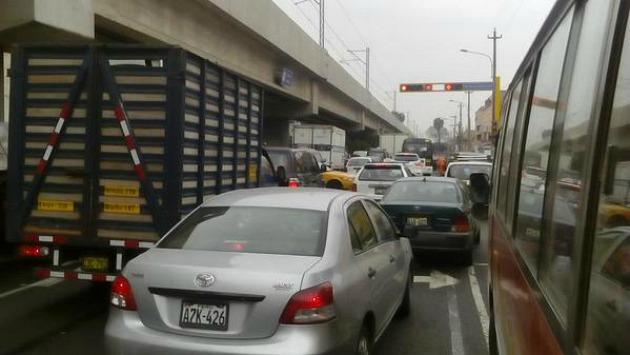 Evita el tráfico en San Borja (Twitter @Carlos_Figueroa / Referencial)