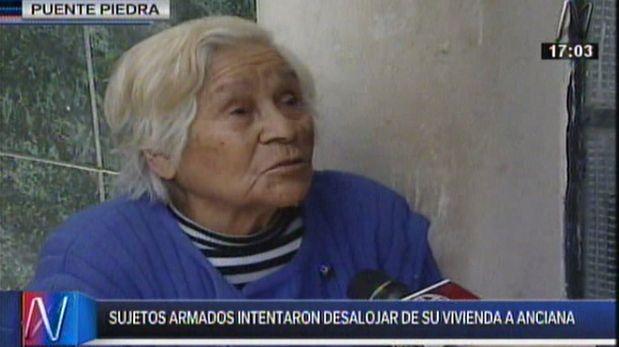 Anciana casi fue desalojada de su casa en Puente Piedra por 20 matones contratados por sus hijos. (Captura de TV)