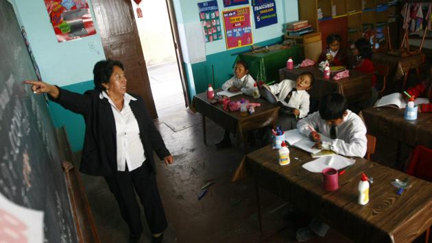 Día Mundial del Docente: En el Perú, un maestro gana poco (Heiner Aparicio)