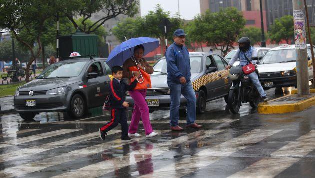 Llovizna comenzó a eso de las 4 de la mañana en algunos puntos de la capital. (USI)