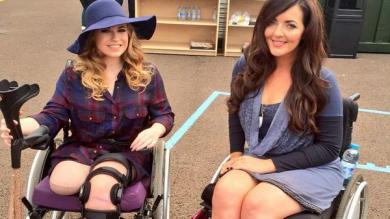 Mujer que perdió su pierna en accidente en montaña rusa desfiló en pasarela [Video]