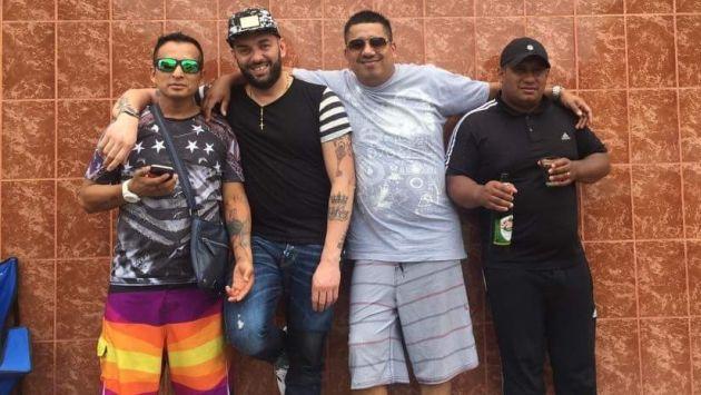 GRAVE. Hidalgo (tercero de izquierda a derecha) junto con el no habido Carlos Sulca y un italiano. (USI)