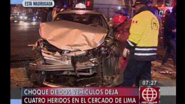 Automóviles quedaron destrozados luego del impacto. (América TV)