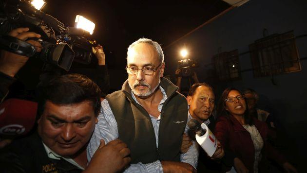 Manuel Burga fue detenido sobre las 10 de la noche en su vivienda en Miraflores. (Luis Gonzales)